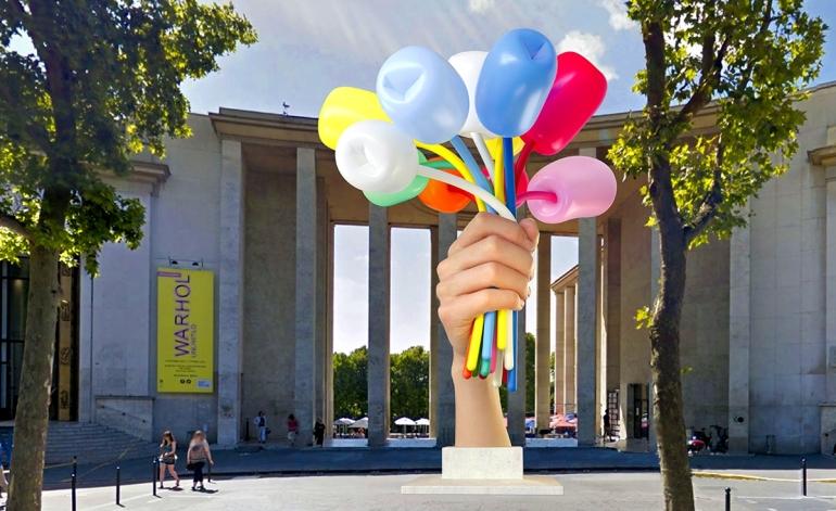 """Bouquet of Tulips, da collocare di fronte al Musée d_art moderne de la ville de Paris e al Palais de Tokyo come """"simbolo di memoria"""" dopo gli attacchi terroristici del 2015"""