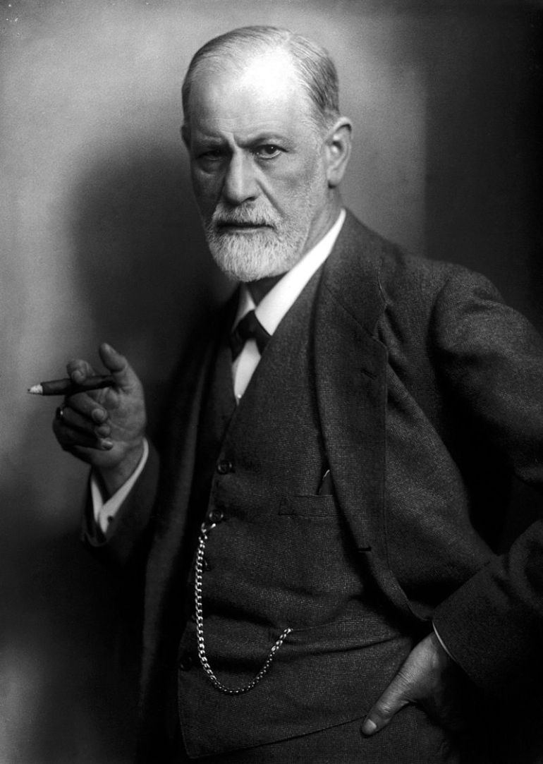 Sigmund Freud fotografato da Max Halberstadt (1922) per il New York Times, immagine dall'archivio della rivista Life. - da Wikipedia