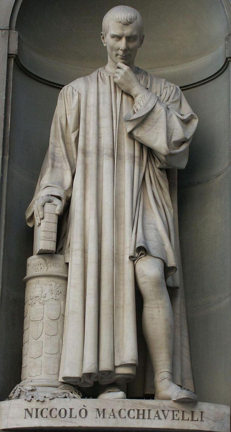 Statua di Machiavelli, Galleria degli Uffizi a Firenze. - da Wikipedia