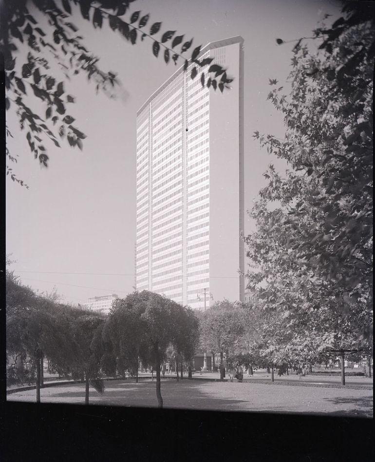 Grattacielo Pirelli, Milano (1956-61). Foto di Paolo Monti - da Wikipedia