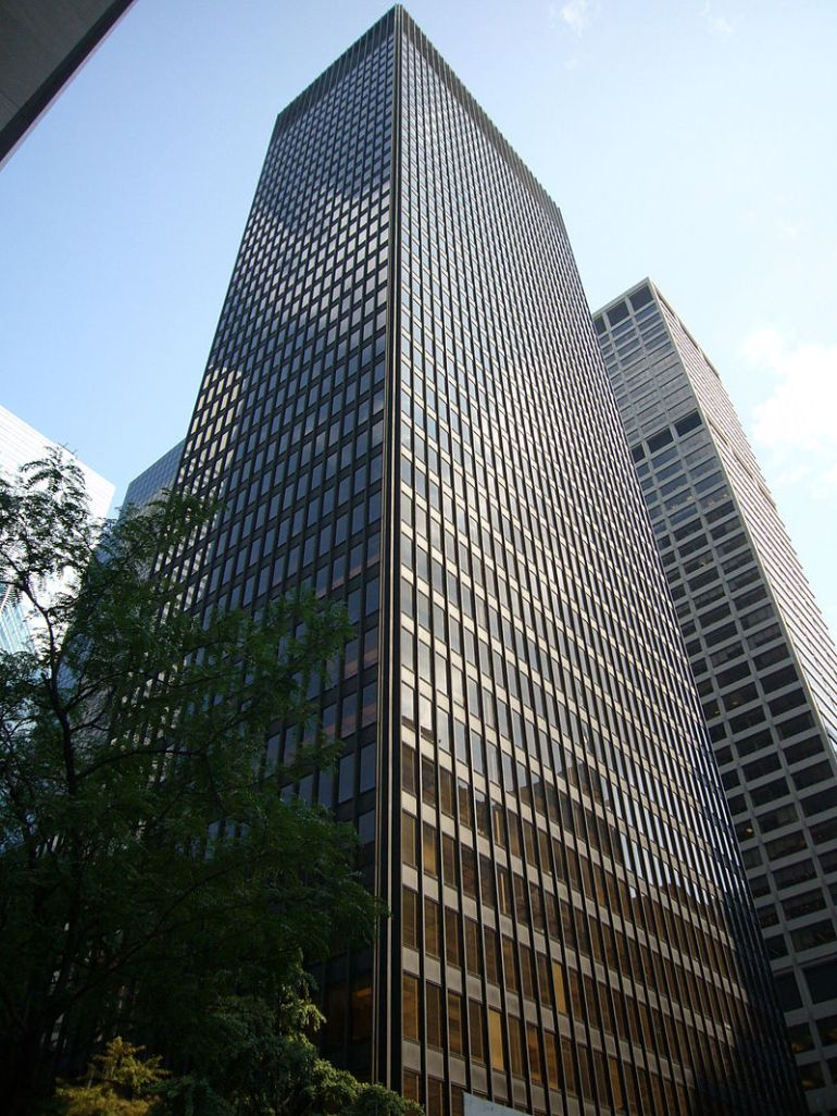 Il Seagram Building di Mies van der Rohe e Philip Johnson a New York, 1958 - da Wikipedia