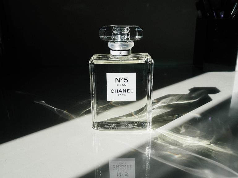 chanel-n5 - da Blue is in Fashion this Year