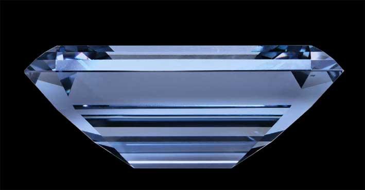 Oppenheimer Blue visto di lato - da Gioiellis