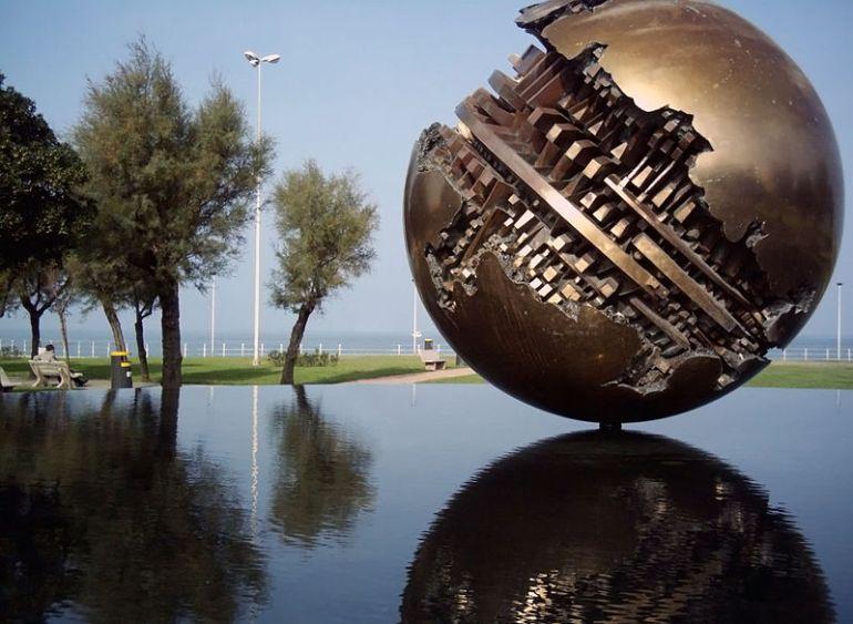 Palla di Arnaldo Pomodoro, 31 maggio 2007 - da Wikipedia